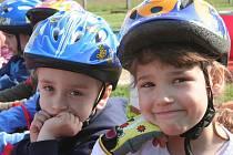 Děti se seznamovaly s úskalími dopravy.