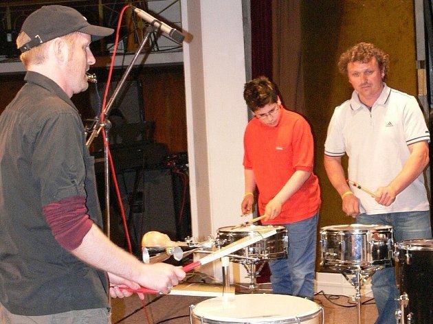 Vystoupení německých bubeníků při slavnostním zahájení