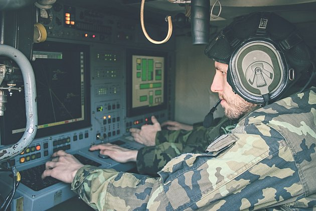 Strakoničtí vojáci před nedávnem ladili činnost na místech velení a trénovali řízení palby. S jejich prací se přijdou seznámit studenti středních škol.