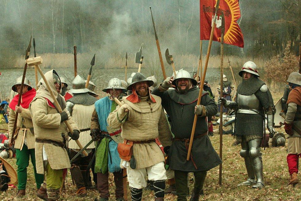 Válčit u Čejetic u pomníku se budu v sobotu 25. července, bitva se uskuteční s tříměsíčním zpožděním kvůli opatřením proti koronaviru a navíc bude rozdělena na dva úseky.