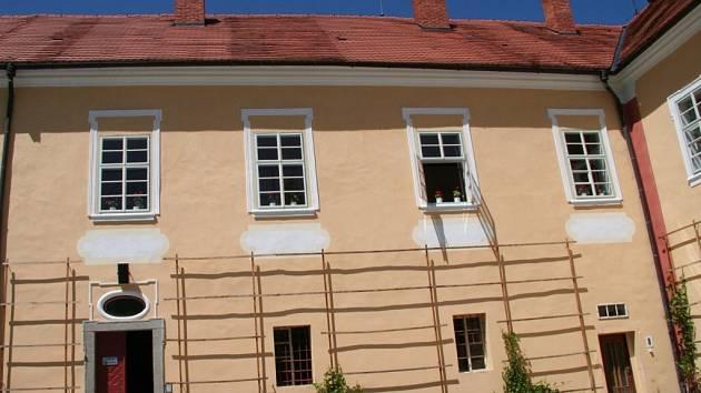 Zámek v Česticích.