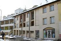 Dům s pečovatelskou službou ve Volyni - V roce 1995 byla postavena nová část, o rok později zrekonstruována původní. Je zde 37 bytů pro 45 lidí.  Objekt patří městu, služby zajišťuje Oblastní charita Strakonice.