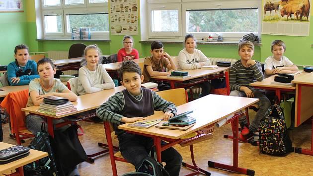Od letošního září mohou žáci ze ZŠ Čestice využívat moderní učebnu přírodních věd za téměř dva miliony korun.