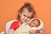 Adélka Vinciková z Volyně. Adélka se narodila 16. prosince 2018 ve 4 hodiny a 55 minut a při narození vážila 3430 g. Na Adélku doma čeká sestřička Maruška (4,5).
