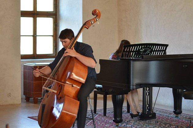 V Blatné se setkali studenti hry na kontrabas a významní hudebníci mezinárodní úrovně.