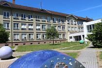 Od září získá ZŠ Dukelská ve Strakonicích  šikmou schodišťovou stěnu.