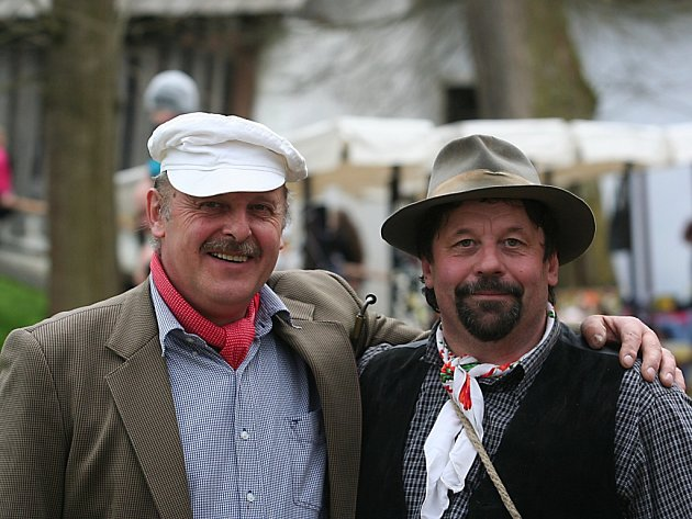 "Jaroslav Janout (vlevo) s ""krajánkem"" ze Strakonic"