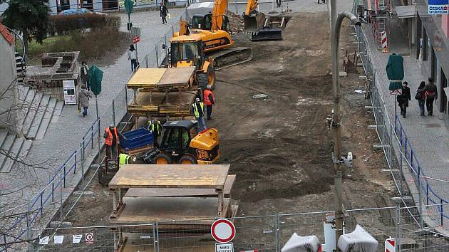 Rozkopaná už je horní část ulice U Sv. Markéty.