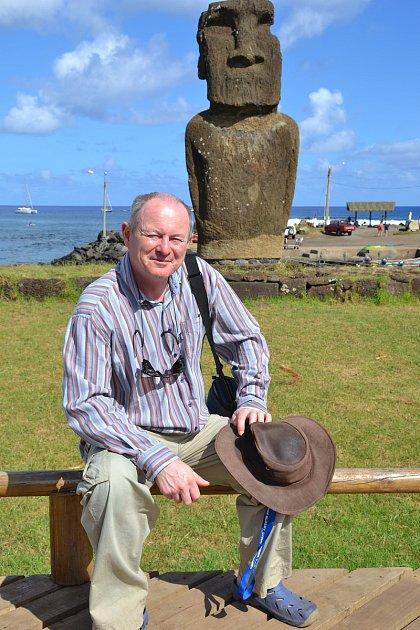 Cestovatel Pavel Pavel vysvětlil tajemství záhadného transportu obřích kamenných soch moai na Velikonočním ostrově.