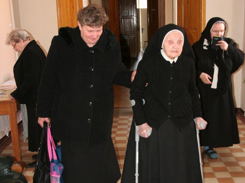 Sestra řádu Congregatio Jesu na zámku ve Štěkni Milada Maradová CJ oslavila 28. února životní jubileum – 100. narozeniny.
