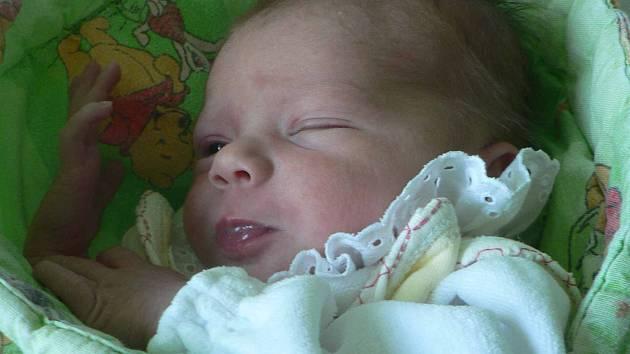 Adélka Rosičová, Vimperk, 26.7.2012 v 10.15 hodin, 3130 g.  Doma se na malou Adélku už moc těší sestřička Nicol (5 let).