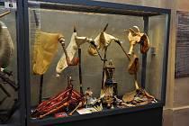 V kapitulní síni strakonického hradu je výstava dud holandského dudáka z hudební skupiny Hailander.
