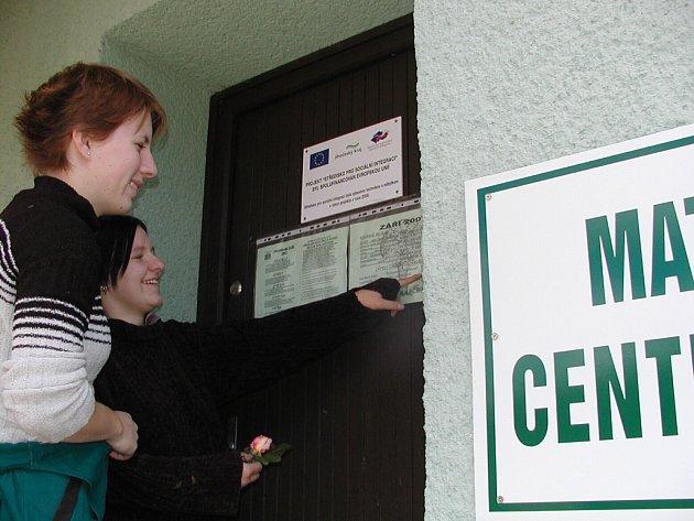 Informace o dění v mateřském centru Duha jsou na vstupních dveřích