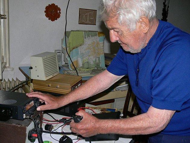 Radioamatér Jaroslav Muchl se svému koníčku věnuje 57 let.