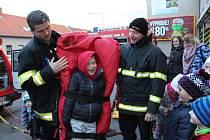 Malí hasiči z Cehnic byli na exkurzi u profíků z vodňanské stanice HZS.