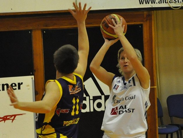 Darina Johnová byla nejlepší střelkyní Strakonic proti Slovance, dala 20 bodů. Jihočešky však prohrály 64:79.