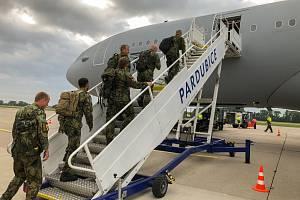 Většina jednotky se přepravila do Litvy letecky.