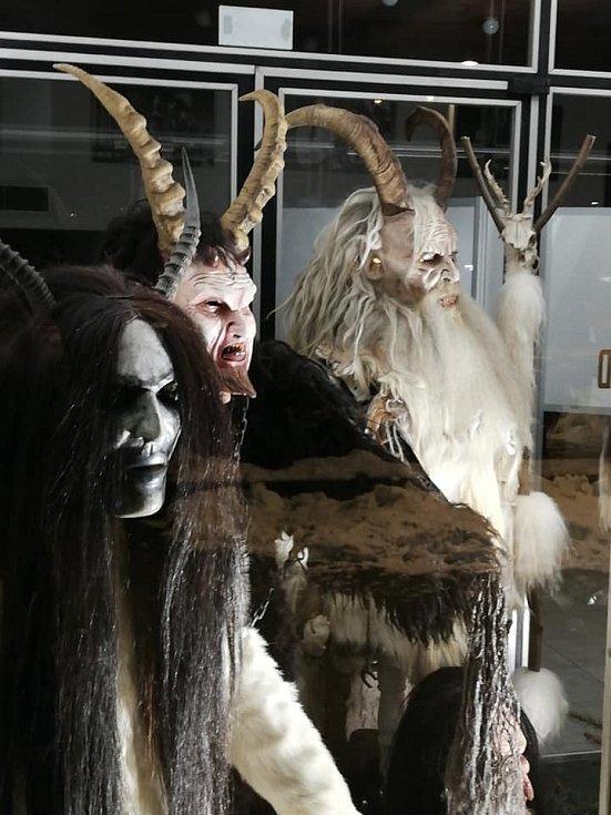 Tyto masky a kostýmy krampusáků můžete ve Vodňanech vidět do konce února.