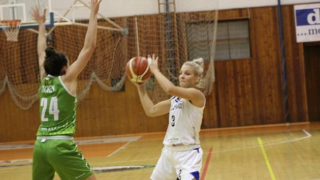 Basketbalistky Strakonic slaví první výhru sezony.