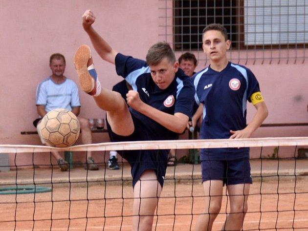 Nohejbalový dorost Radomyšle smetl doma Karlovy Vary 7:0 (14:0).