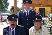 Kromě Luboše Větrovce (vlevo) je ve Sboru dobrovolných hasičů v Nových Kestřanech i jeho tatínek Jan a syn Petr.
