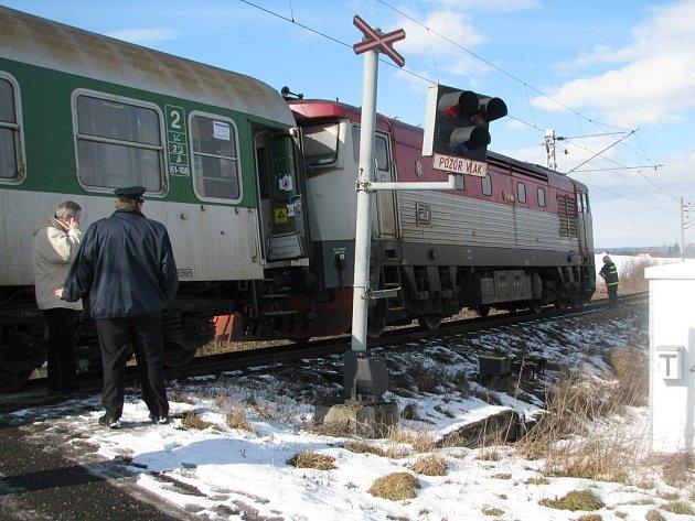Šestnáctiletá dívka ukončila svůj život pod vlakem.