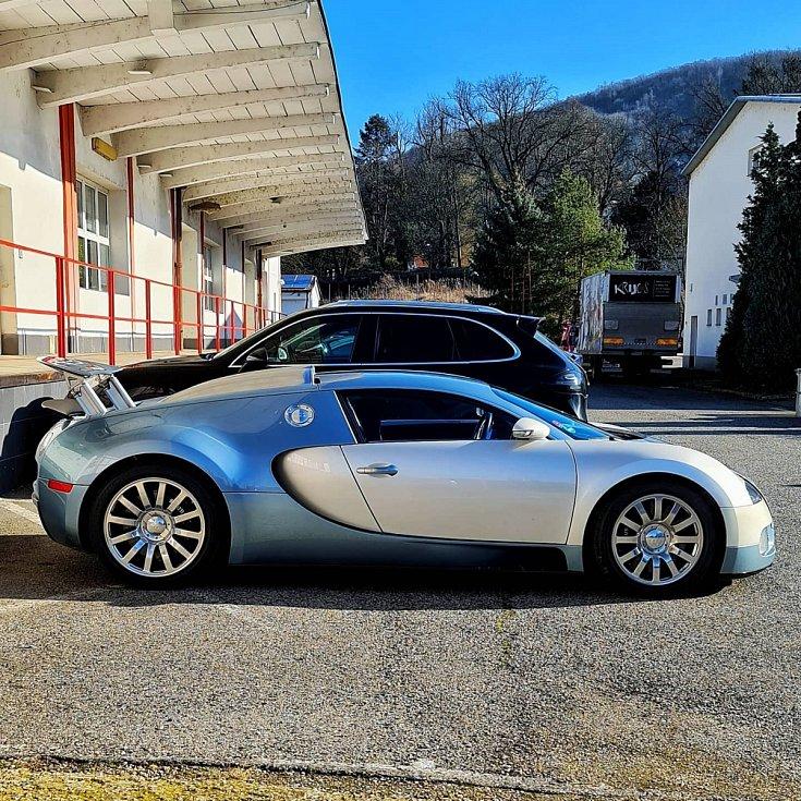 Luxusní vozy obsadí zámecký park v Blatné.