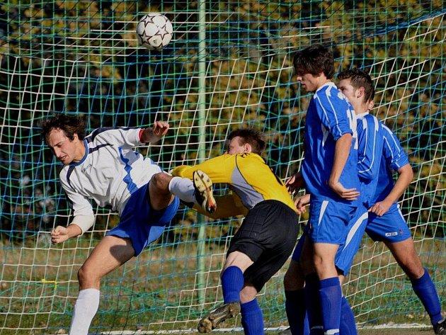 Sedlice (v bílém) doma porazila druhé Vodňany 2:0.