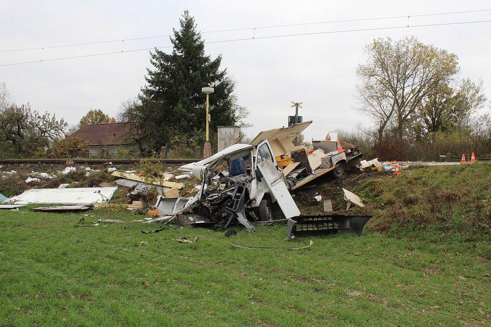 Na železničním přejezdu v Sudoměři na Strakonicku se srazila v roce 2019 dodávka s vlakem.