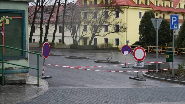 Jeden milion korun šel na dofinancování parkoviště pod nemocnicí.