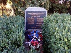 Pomník padlým v ulici 5. května.