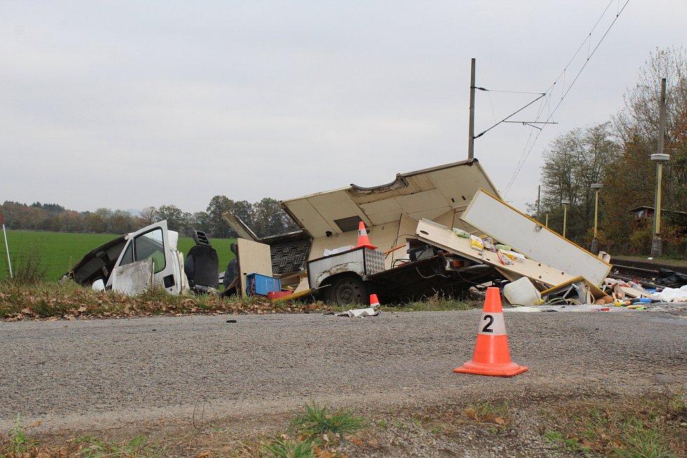 Na železničním přejezdu v Sudoměři na Strakonicku se srazila v pátek 11. listopadu dodávka s vlakem.
