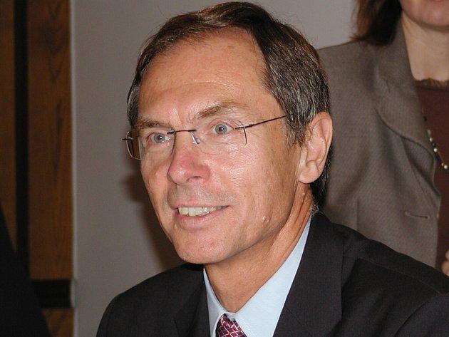Světově uznávaný ekonom v oborech ekonomie rozvojových zemí, práce a strategie transformací profesor Jan Švejnar.