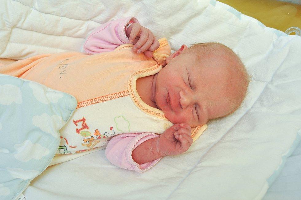 Karolína Šetková ze Sušice. Karolínka se narodila 4. 12. 2019 v 5.19 hodin a její porodní váha byla 3 020 gramů. Bratři Václav (19) a Radek (11) měli z narození holčičky velkou radost.