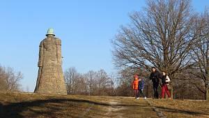 Nedělní odpoledne 28. února lákalo k procházkám. Jedním z cílů byl také památník Jana Žižky u Sudoměře.