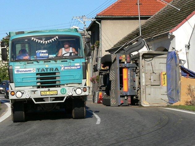 Řešení zatáčky v Drahonicích není možné.