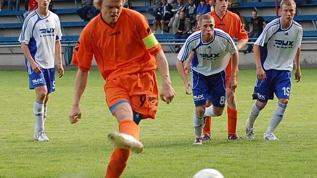 Tomáš Kostka v duelu s Motorletem vyrovnával z penalty na konečných 1:1.