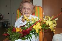 Už 100 let je na světě Jarmila Schwippelová z Domova pro seniory v Rybniční ulici ve Strakonicích. Kulaté narozeniny oslaví v neděli 18. listopadu.