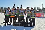 Tým Unstoppables (první zprava brněnský útočník Ondřej Dlouhý) vybojoval na mistrovství světa v rybníkovém hokeji v Kanadě šesté místo.