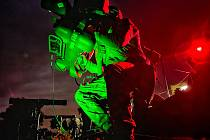 Vojáci cvičili zachytávání cílů i v noci.