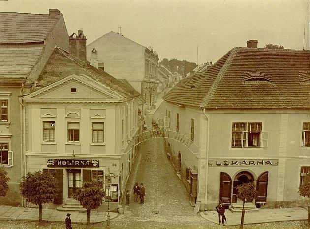 Pohled na staré náměstí ve Strakonicích