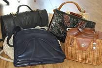 Šest dalších kabelek dorazilo přepravní společností do redakce od paní Věry Koníčkové z Drahenic na Příbramsku.