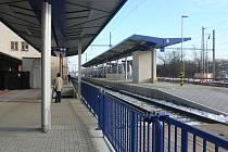 Cestující již užívají první ostrovní nástupiště i část podchodu k němu vedoucí.