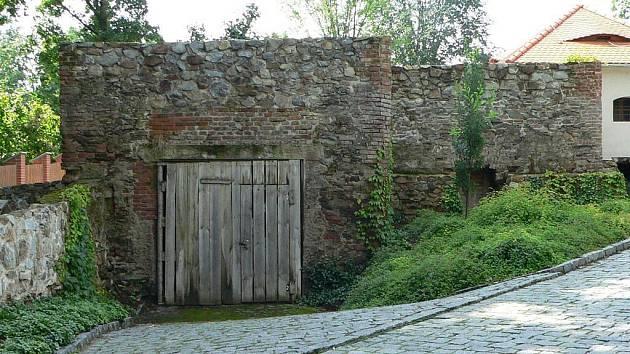 Současný stav jednoho z mála objektů hradu, které se ještě nedočkaly oprav.