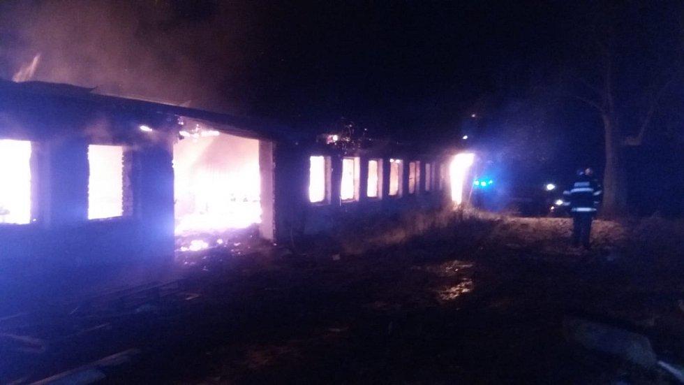 V Kadově na Strakonicku požár v noci z 30. 11. na 1. 12. zachvátil truhlárnu.