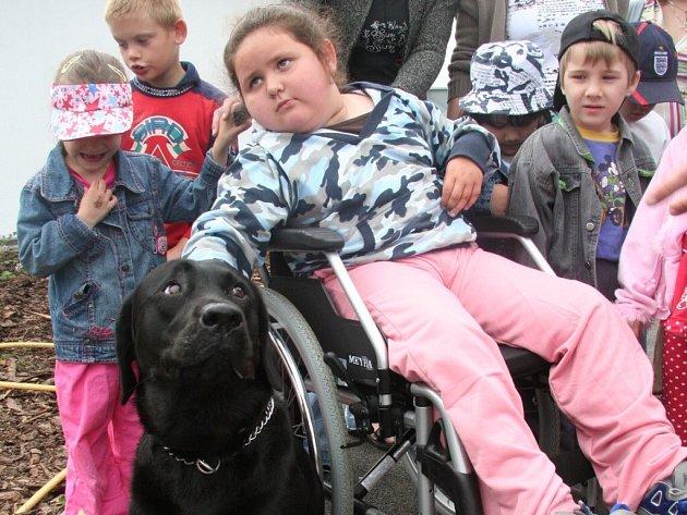 Děti navštívily psí útulek.