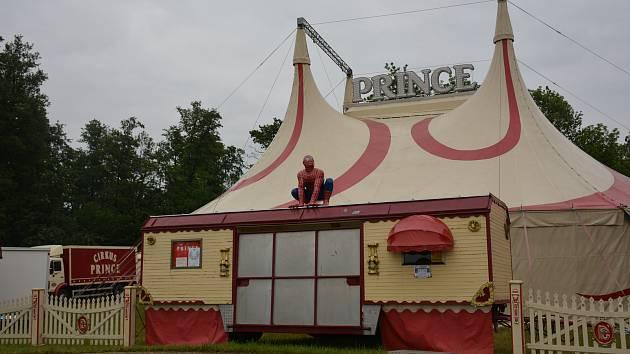 Cirkus svou štaci ve Vodňanech zahájí prvním představením již ve čtvrtek 14. června v 17.30. Délka produkce je 105 minut.