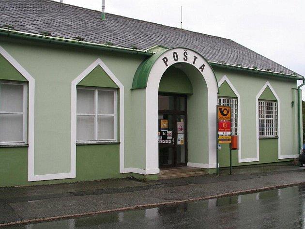 Přepadená pošta v Česticích.