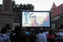 Nadační fond Jihočeské naděje v čele s Martinem Kubou letos vyrazil do jihočeských měst s kinem na baterky.