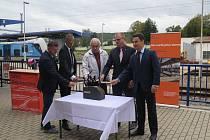Slavnostní zahájení rekonstrukce budovy vlakového nádraží ve Strakonicích.